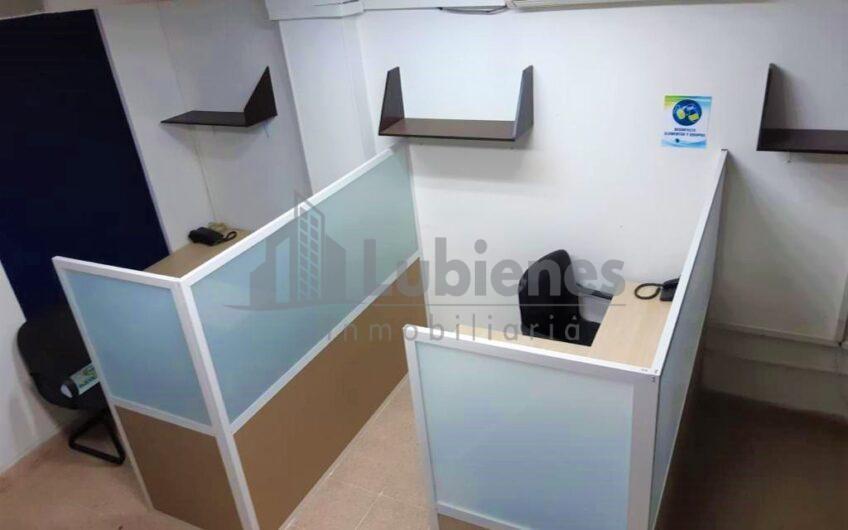 EN VENTA COMODA OFICINA UBICADA EN CENTRO COMERCIAL
